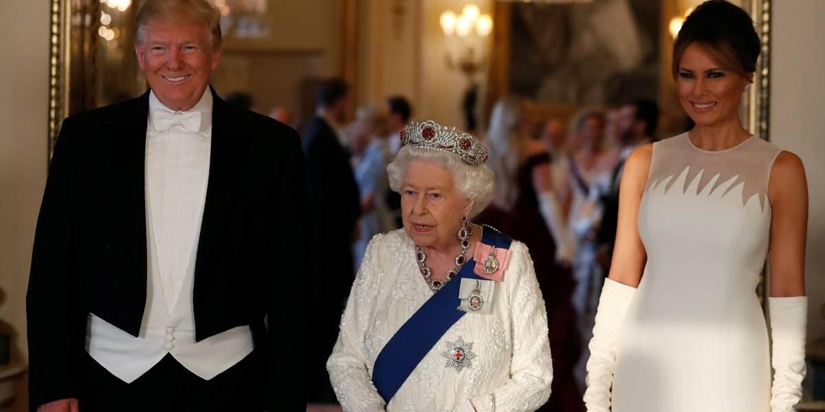 Trump é recebido por rainha Elizabeth II em jantar de Estado