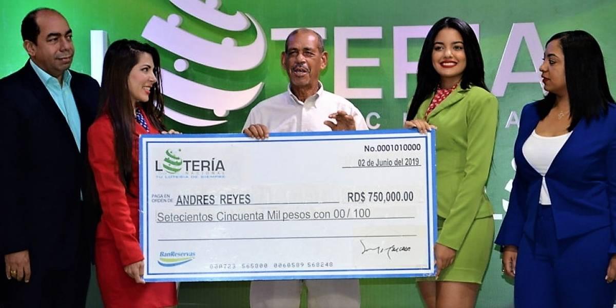 Empleado del Periódico Hoy gana premio de RD$750,000.00 en sorteo de la Lotería Nacional