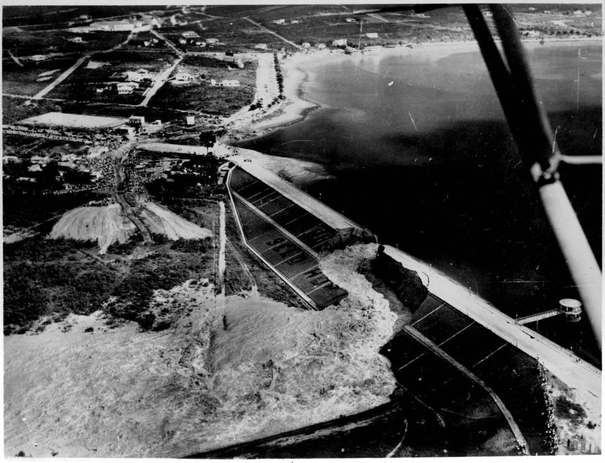 Imagem mostra o momento em que estrutura se rompe e água invade aeroporto Arquivo Público de Belo Horizonte