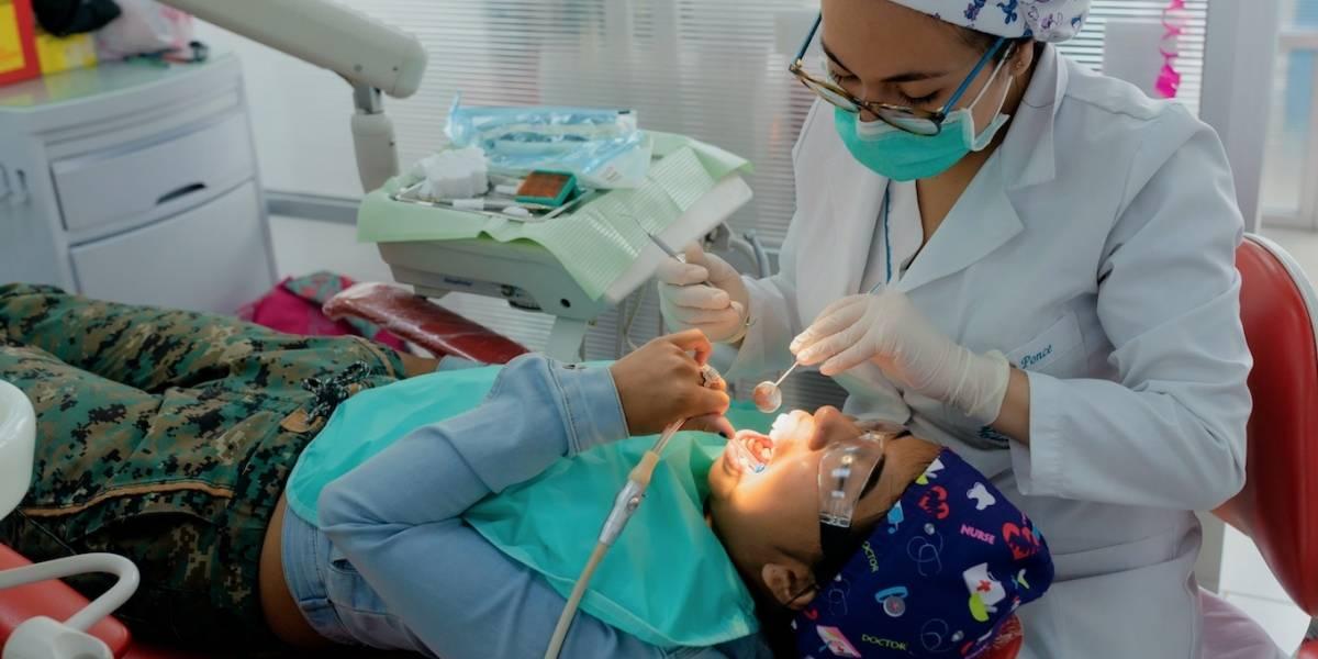 Médicos de Odontología de la UDLA atendieron a niños de fundación