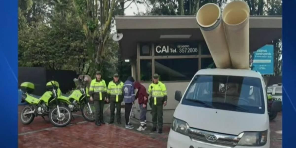 Dos jóvenes disfrazados de empleados del Acueducto trataron de robar tubos