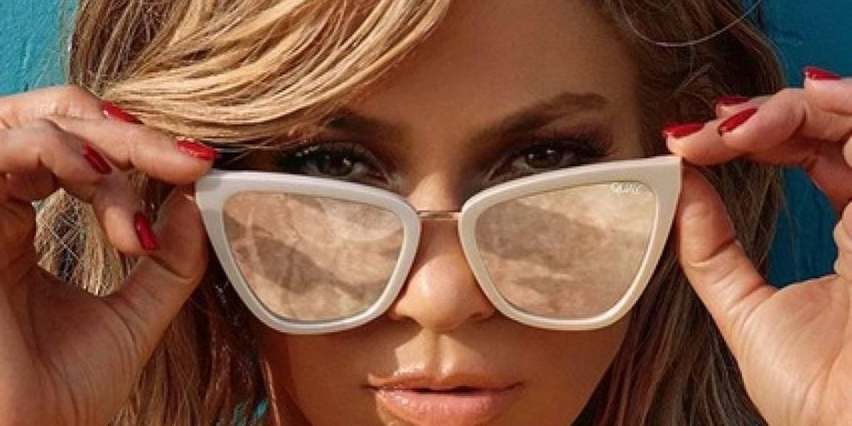 Jennifer Lopez supera las malas jugadas que le hace su ropa