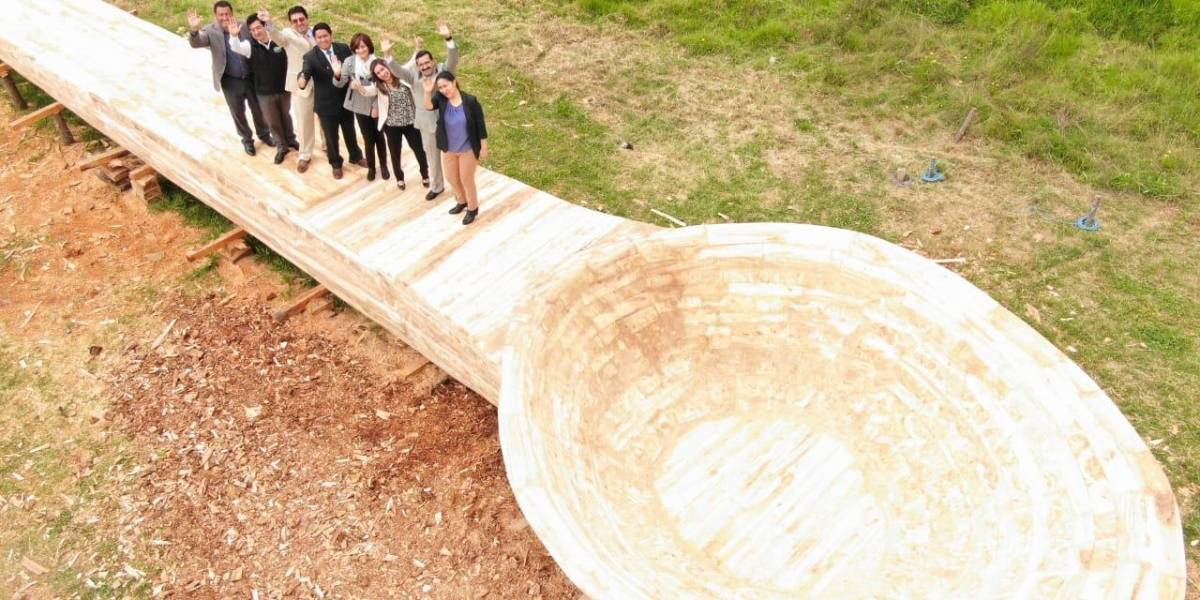 Paute alcanza récord con la cuchara de palo más grande del mundo