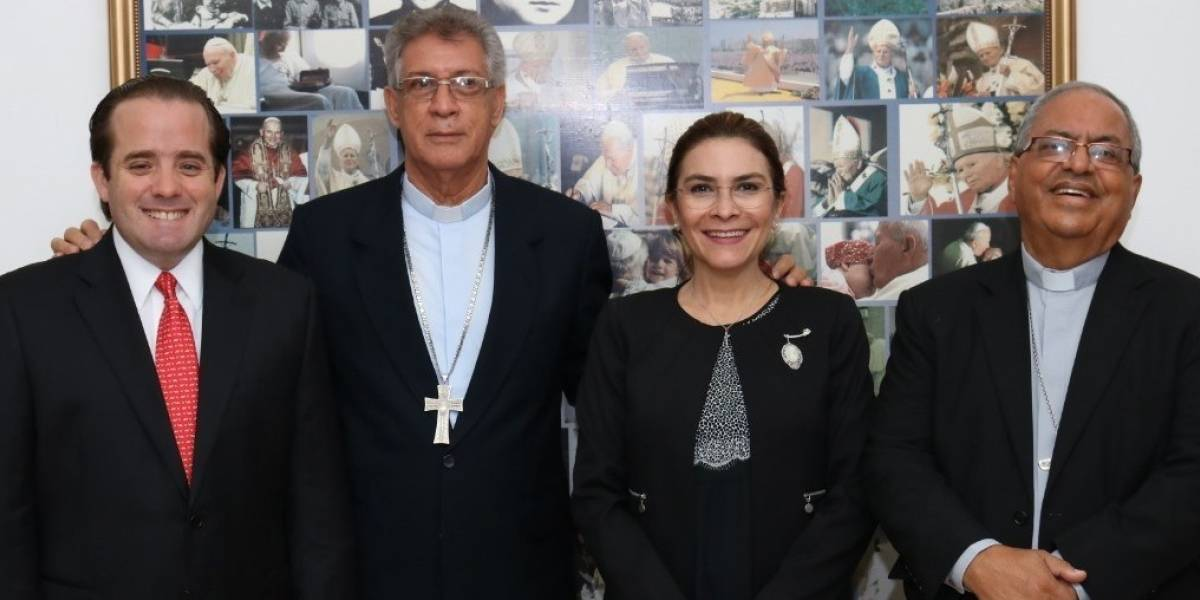 Dirigentes PRM visitan Episcopado y acusan falta de democracia en el país