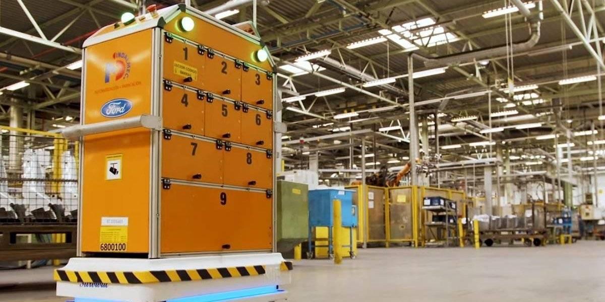 Ford ayuda al trabajo de sus plantas con un robot de conducción autónoma