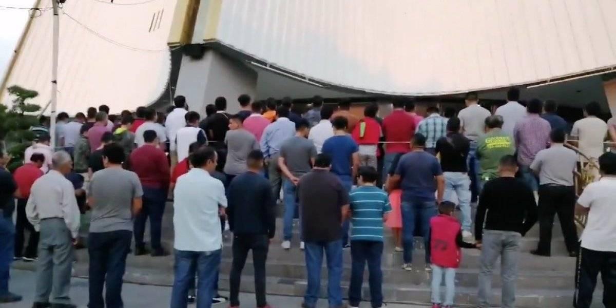 Seguidores de la Luz del Mundo se reúnen para rezar por Naasón Joaquín García