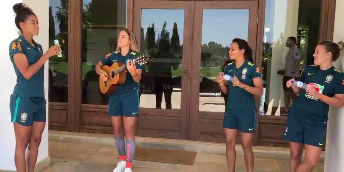 Seleção feminina solta a voz com música de Sandy & Junior