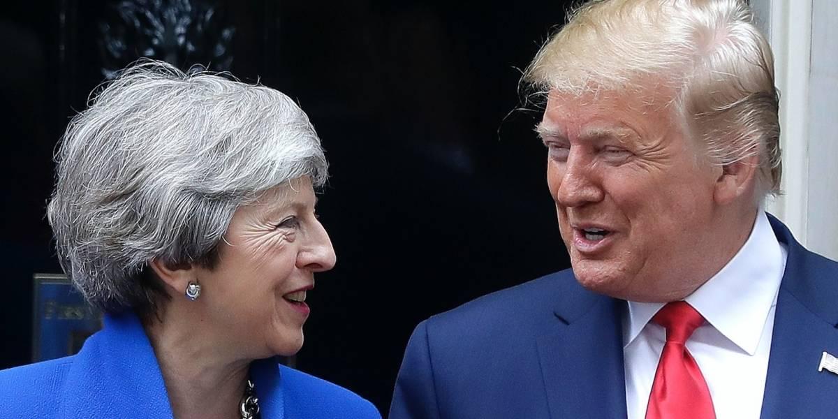 Trump pasa de la pompa a los negocios en Gran Bretaña