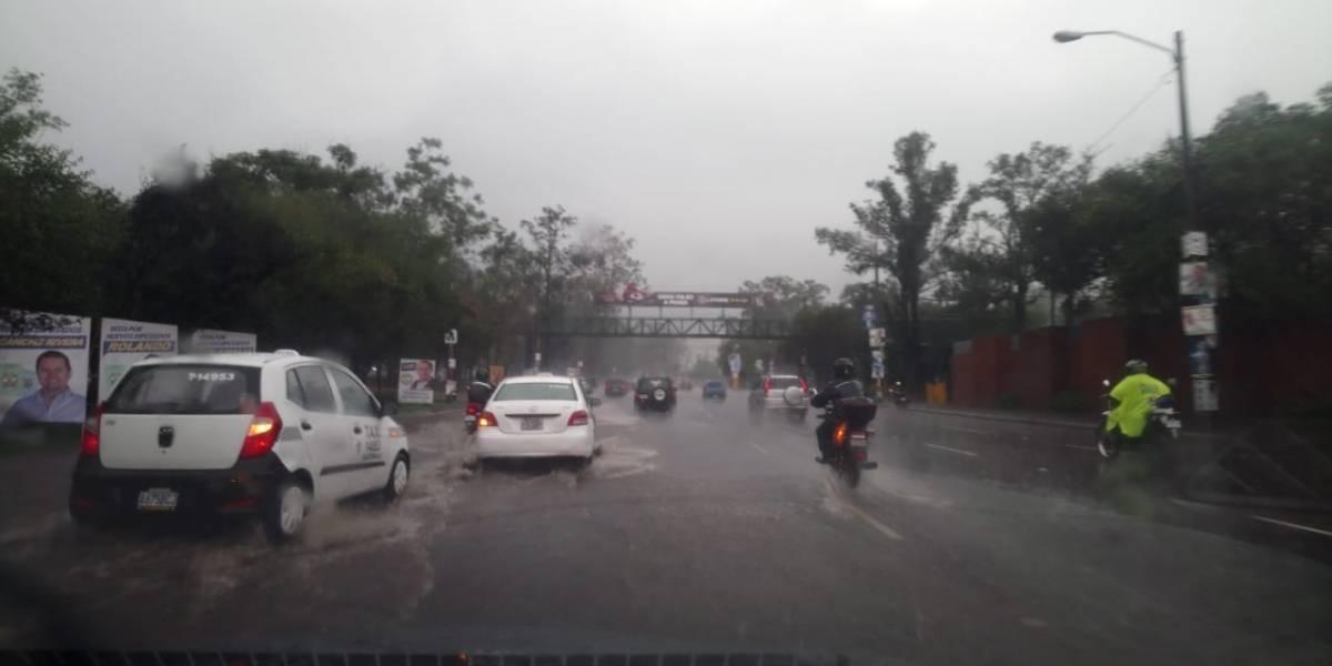 EN IMÁGENES. Se inundan calles de la ciudad capital tras lluvias