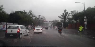 Lluvias hacen colapsar calles