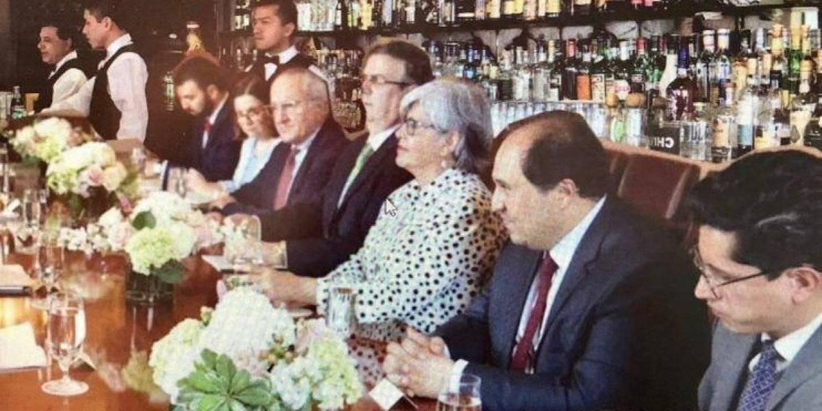 Tunden en redes a Vicente Fox por compartir foto alterada de reunión México-EU