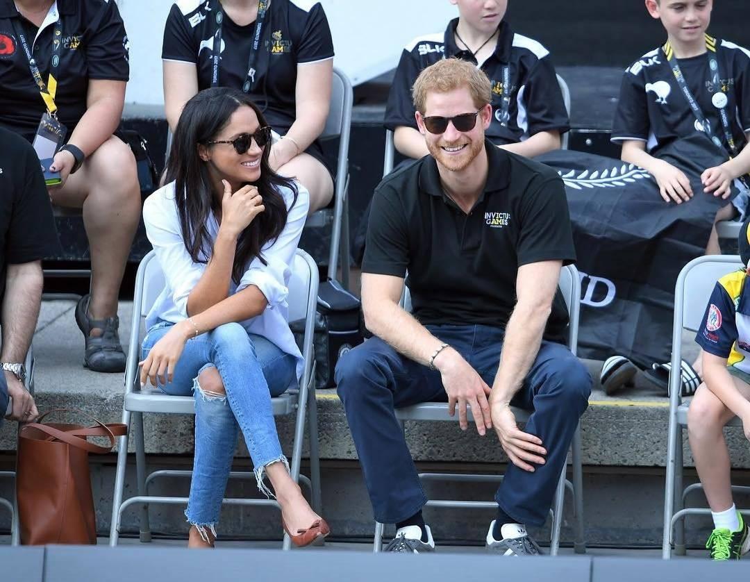 Meghan Markle y el príncipe Harry rinden tributo a labor humanitaria de Diana