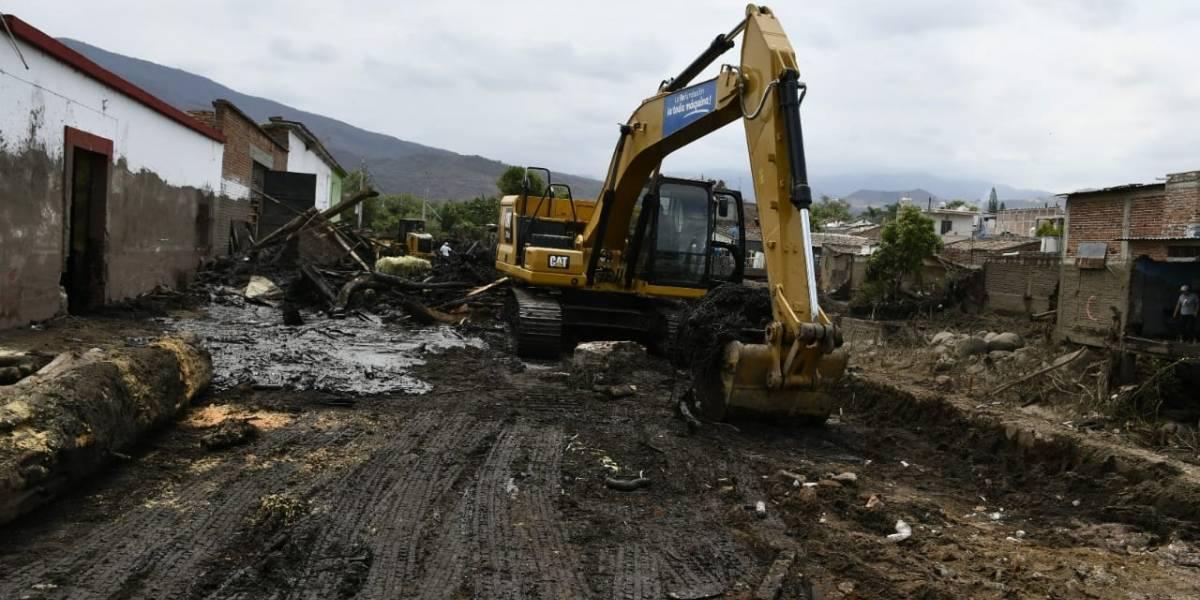 Mantienen búsqueda de mujer desaparecida tras avalancha en San Gabriel