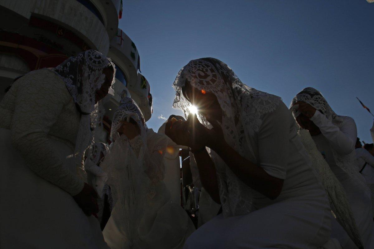 """Naasón Joaquín García, Dios vivo de la Iglesia de la Luz del Mundo, encabezó el ritual mas importante de su religión, """"La Santa Cena"""". Foto: Cuartoscuro"""