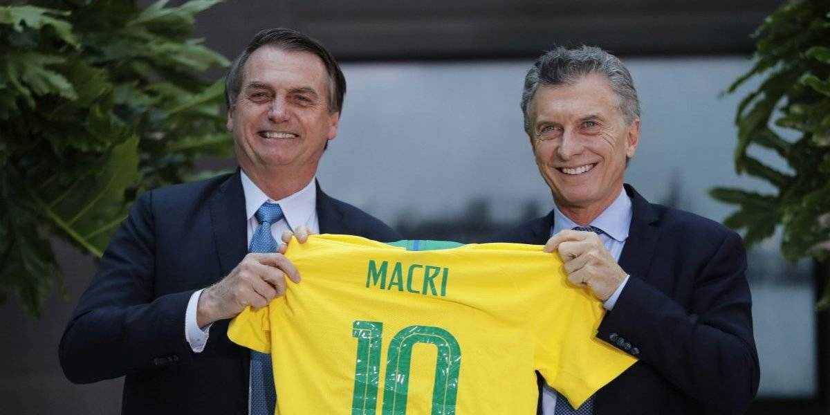 """¿Y entonces quién piensa en los argentinos? Bolsonaro advierte que no los quiere """"huyendo hacia aquí"""" si pierde Macri"""