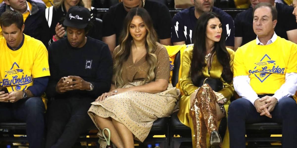Beyoncé empuja a mujer por 'coquetear' con su esposo Jay-Z