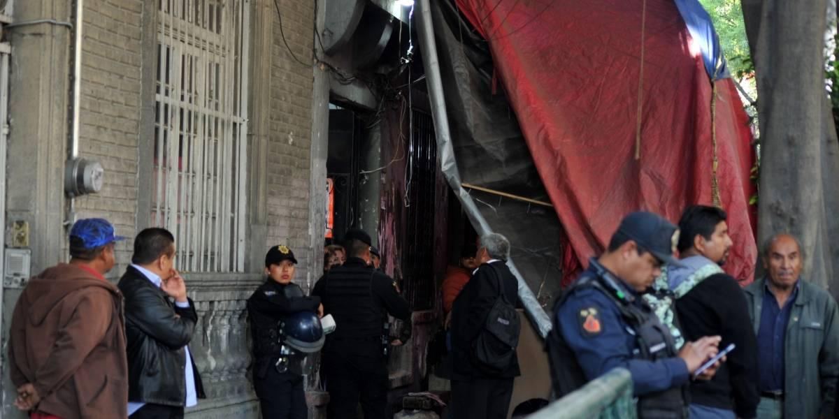 Mueren madre e hija tras derrumbe de inmueble en Revolución