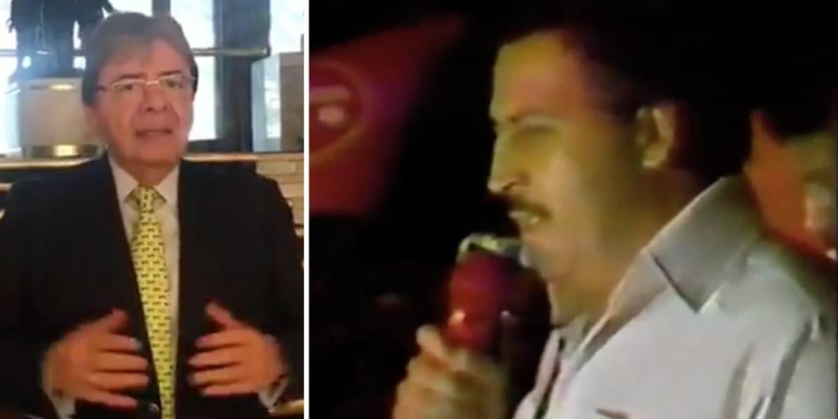El afectuoso saludo de Pablo Escobar a Carlos Holmes, con el que Diosdado lo ataca
