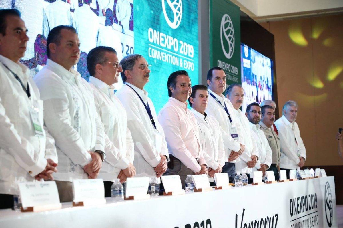 Cuitláhuac García Jiménez, gobernador de Veracruz, inaugura la Convención de la Organización Nacional de Expendedores de Petróleo (Onexpo) 2019. Foto: Especial/ Gobierno de Veracruz