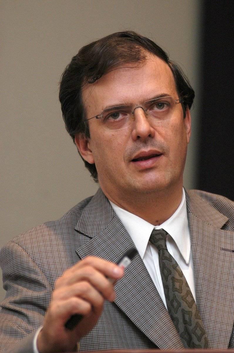 2004.- Fungía como secretario de seguridad pública de Ciudad de México. Afirmaba que había coincidencias en todos los niveles de gobierno para reformar la estructura del sistema de procuración de justicia. Foto: EFE