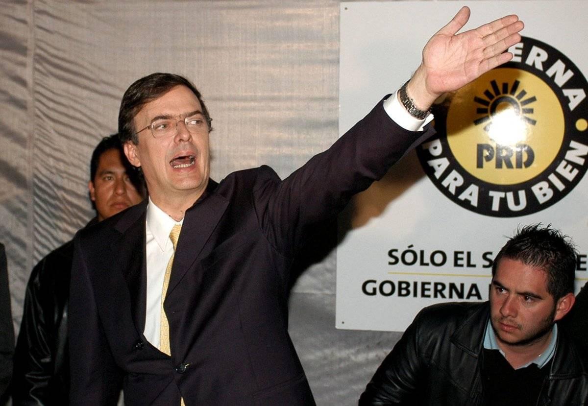 2005 .- Renunció como secretario de desarrollo social del gobierno capitalino para buscar la candidatura a la alcaldía de la Ciudad de México por el Partido de la Revolución Democrática (PRD). Foto: EFE