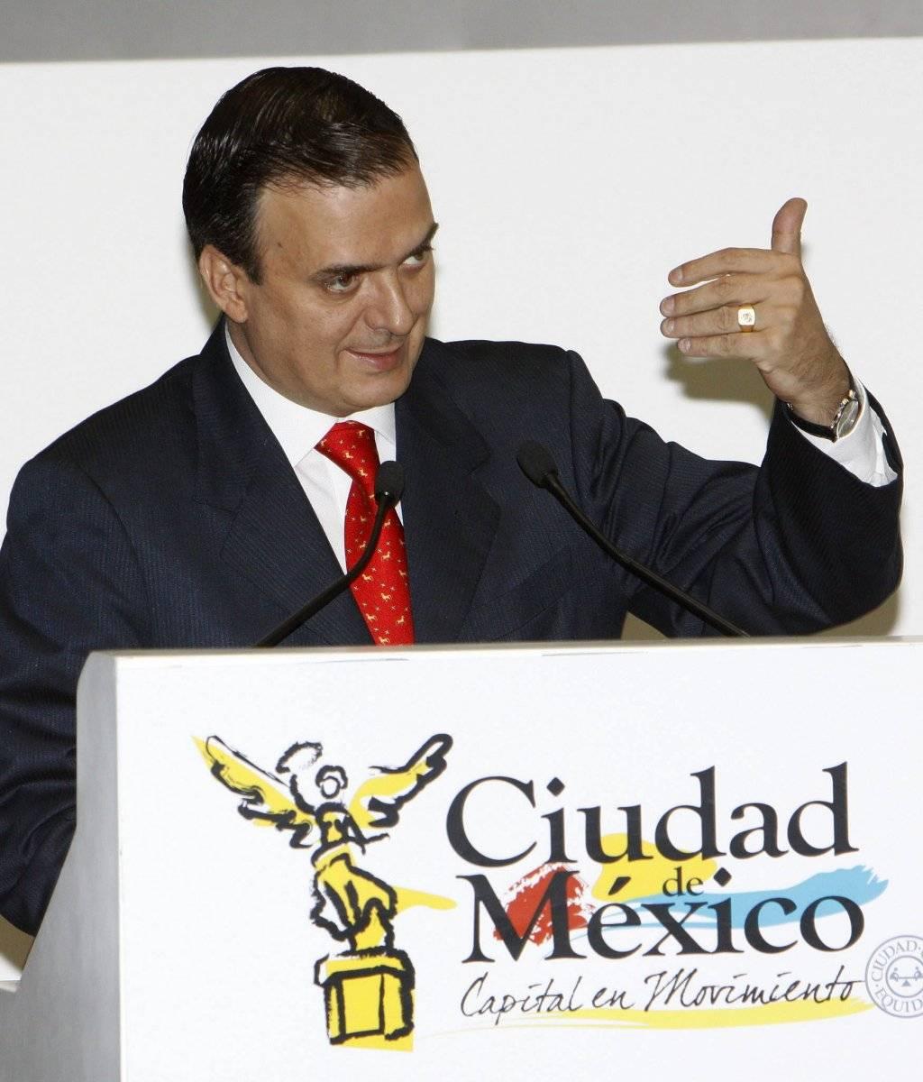 2009.- Presentaba en la capital mexicana un programa para que los ciudadanos denunciaran delitos y abuso policial con un mensaje de texto vía celular. Foto: EFE