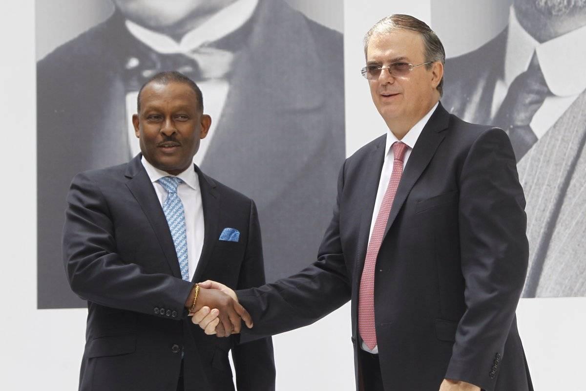 2018.- En el periodo de transición para el gobierno de Andrés Manuel López Obrador, se reunió con el embajador de Haití, Marie Joseph Guy Lamothe. Foto: EFE