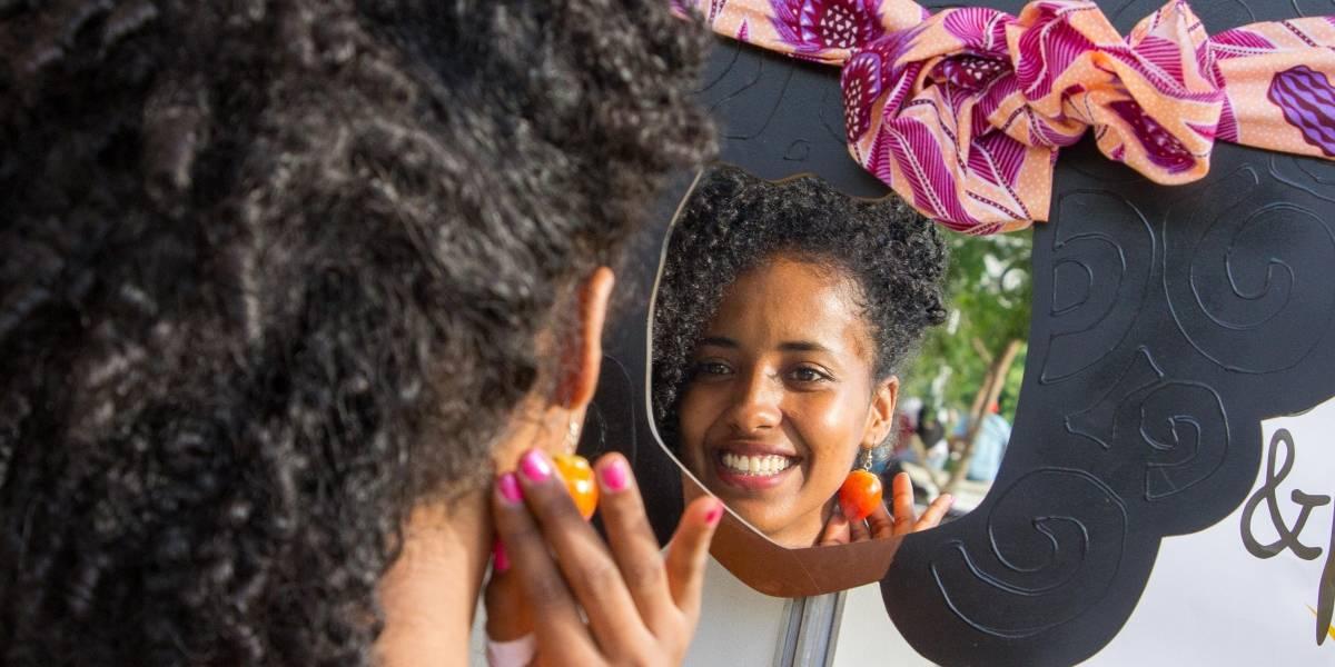 Aretes de chontaduro y turbantes de 2000 usos distintos, entre las novedades de la muestra empresarial Cali Afro