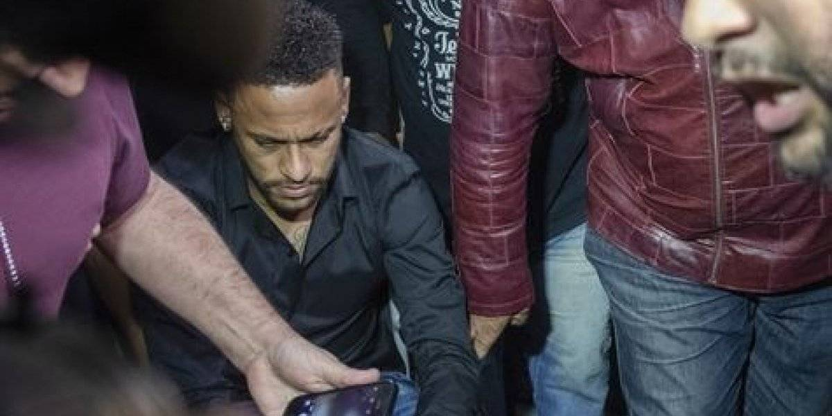 """A lo """"Kenita"""" Larraín: Neymar fue en silla de ruedas a declarar por el escándalo de violación"""