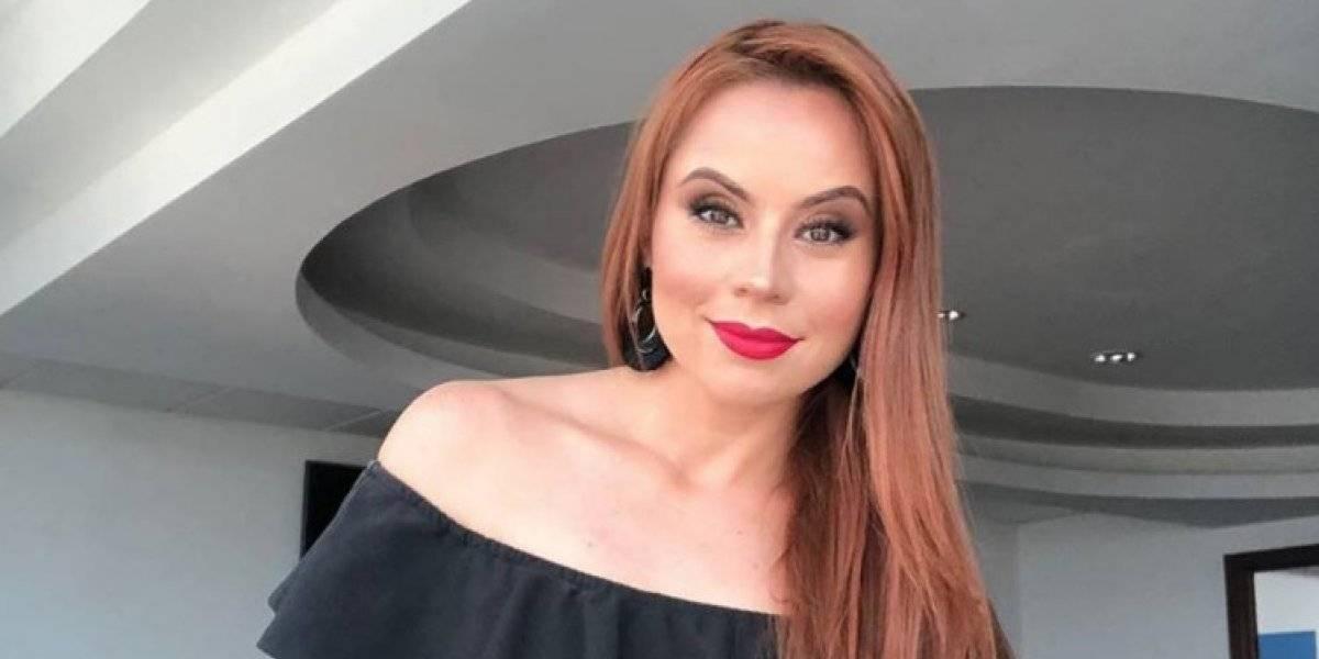 La conductora Susana Morazán se deja ver en ajustado traje de baño