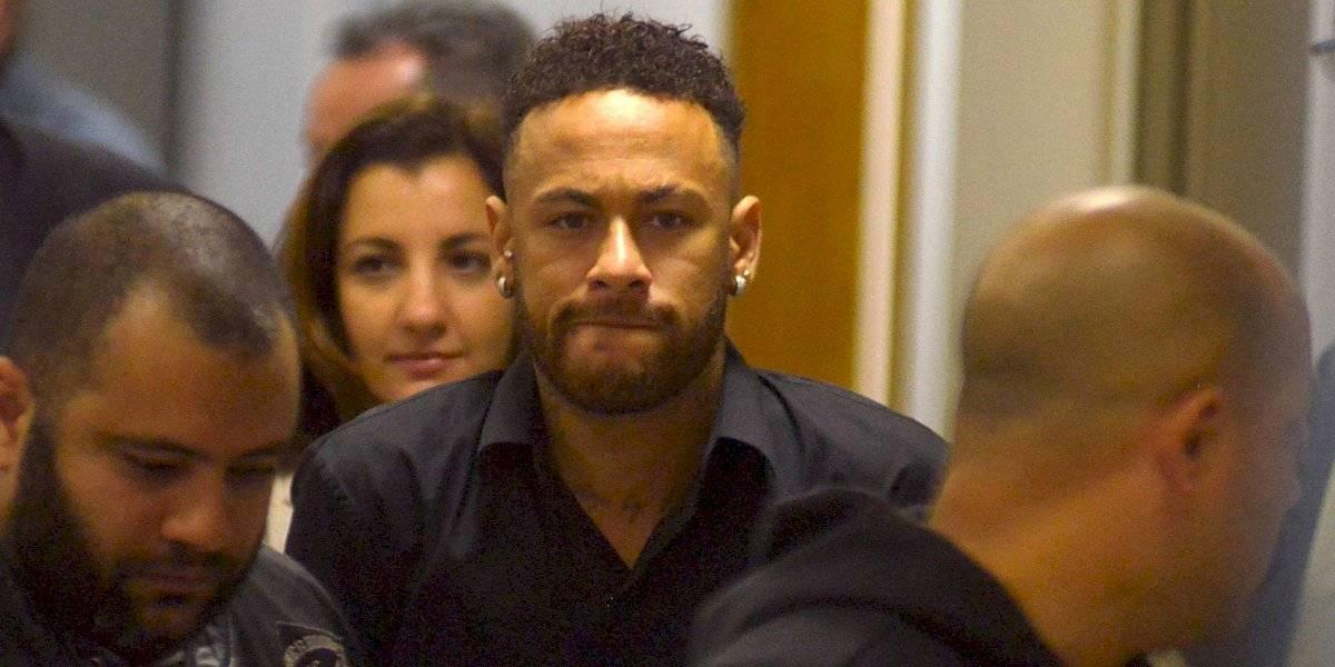 Neymar ofereceu dinheiro do próprio bolso para voltar ao Barcelona
