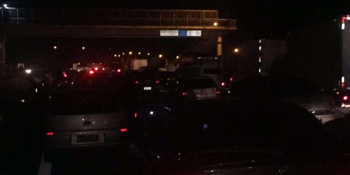 Acidente com duas carretas provoca bloqueio na Rodovia dos Bandeirantes