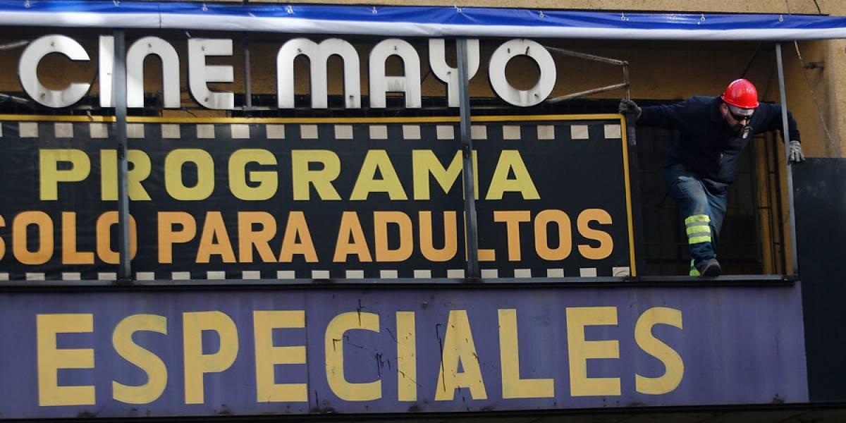 Cierran dos cines porno en el centro de Santiago