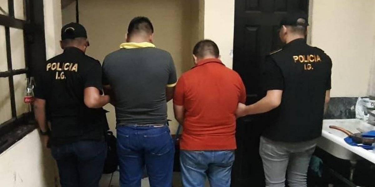 Capturan a agentes de PNC señalados de extorsionar a comerciante