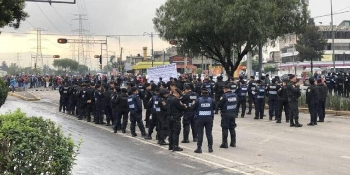 Comerciantes protestan por reubicación de tianguis en Iztapalapa