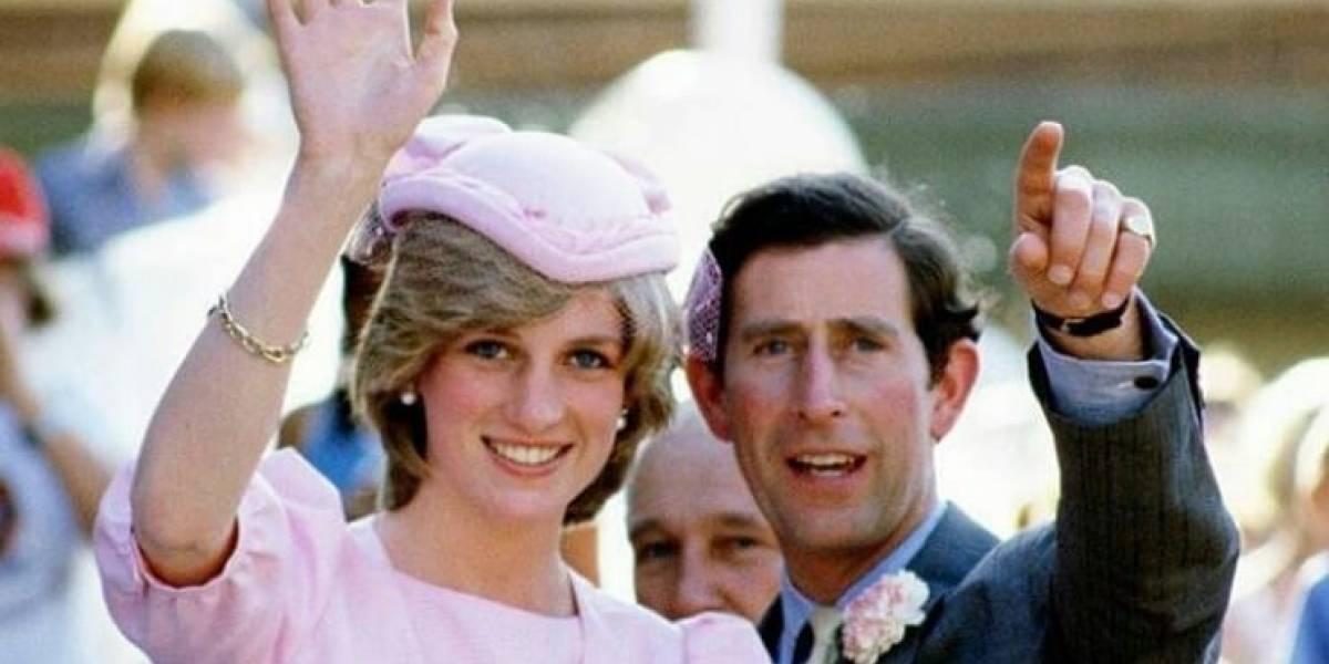 """8 ocasiones en las que el príncipe Carlos """"fingió"""" estar enamorado de la princesa Diana"""