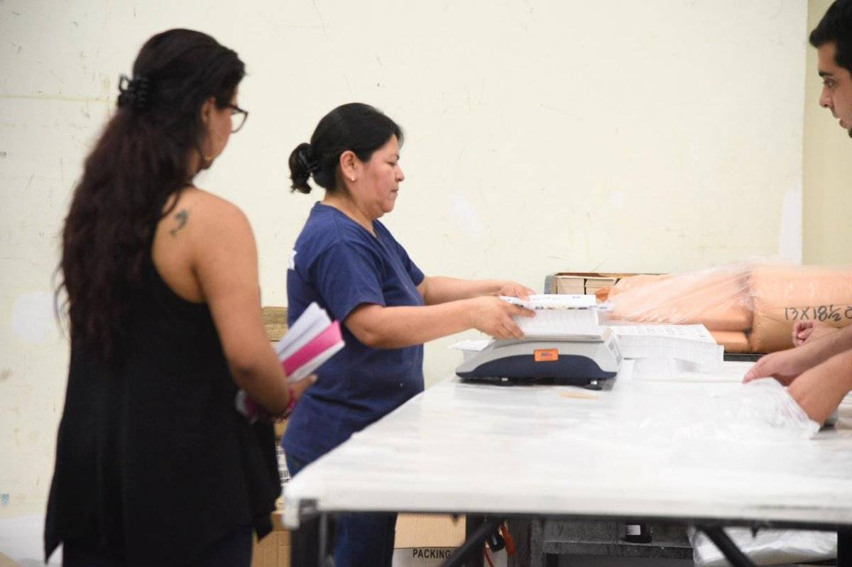 Distribuirán material electoral a centros de votación. Foto: Herlindo Zet