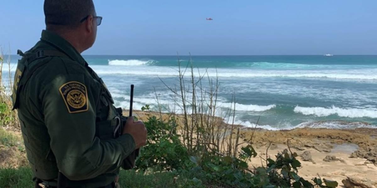 Detienen 11 indocumentados cubanos en costa de Aguada