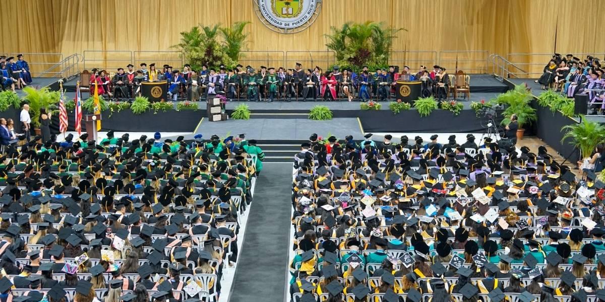 Ciencias Médicas gradúa a 793 profesionales de la salud
