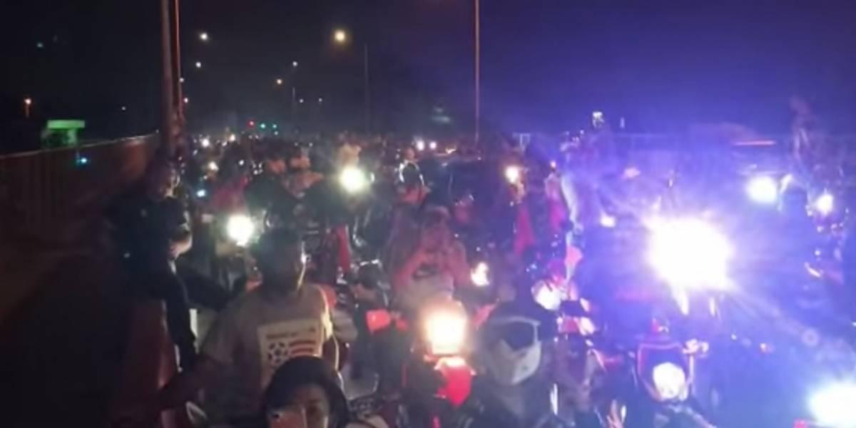 Invaden las calles en 'four tracks' y celebran haber burlado a las autoridades