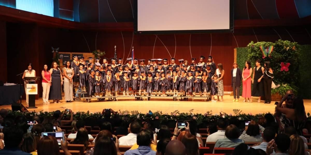 Primera escuela chárter promueve 57 estudiantes de kínder y primer grado