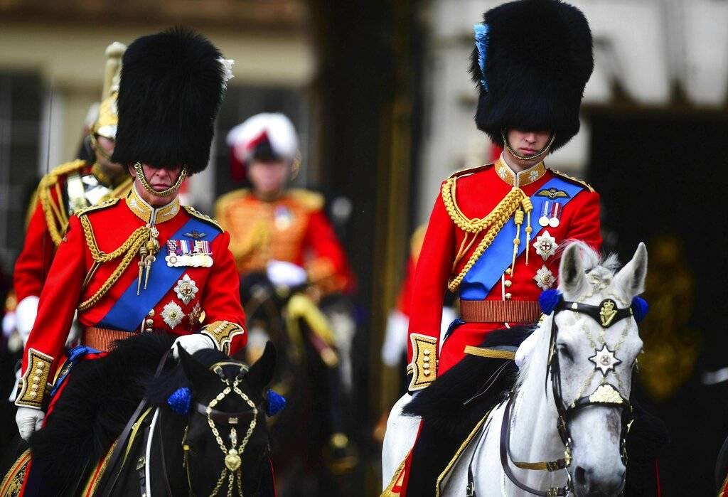 Escenas del desfile militar para conmemorar el cumpleaños de la Reina Isabel II Foto: AP