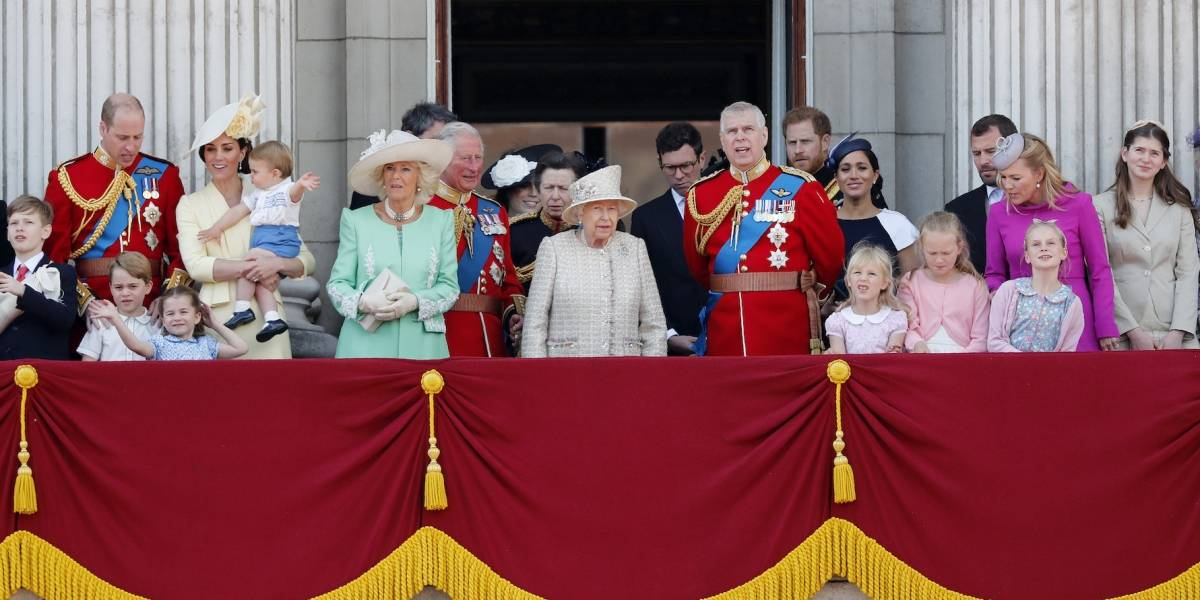 La reina Isabel II celebra su cumpleaños 93 con un desfile de gala