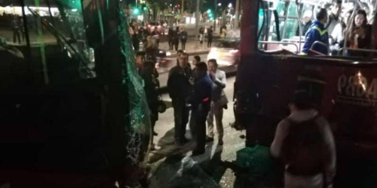 Conductor de TransMilenio quedó atrapado tras fuerte choque