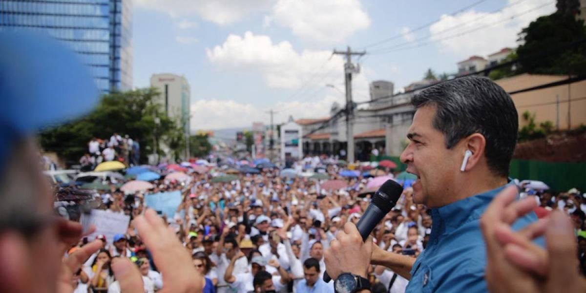 "VIDEO. Presidente hondureño encabeza ""marcha por la paz"" en la convulsionada Honduras"
