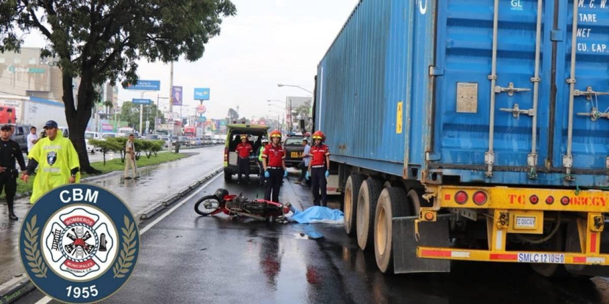 Mujer que se conducía en motocicleta muere en la Aguilar Batres