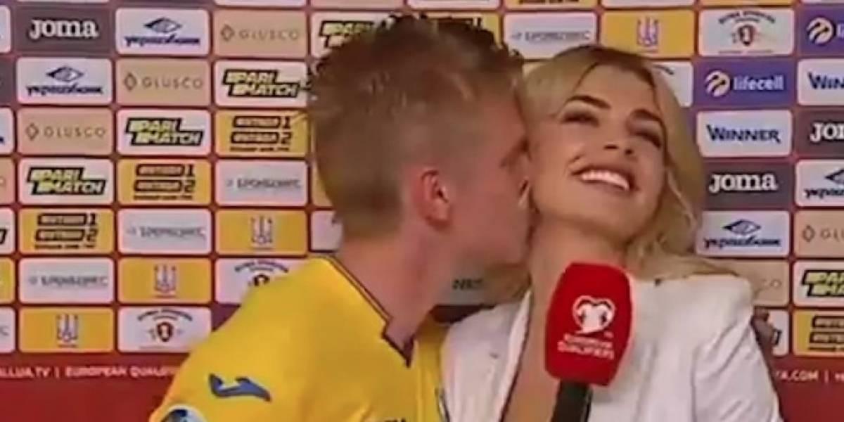 VIDEO: Futbolista intentó imitar el beso de 'Iker y Carbonero', pero no le salió