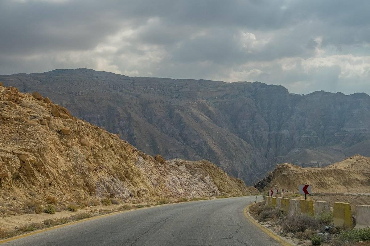 Junto a 'Frida' y guiándonos por el GPS, recorrimos cuatro horas desde Wadi Rum hasta el Mar Muerto. Latitud Perfecta