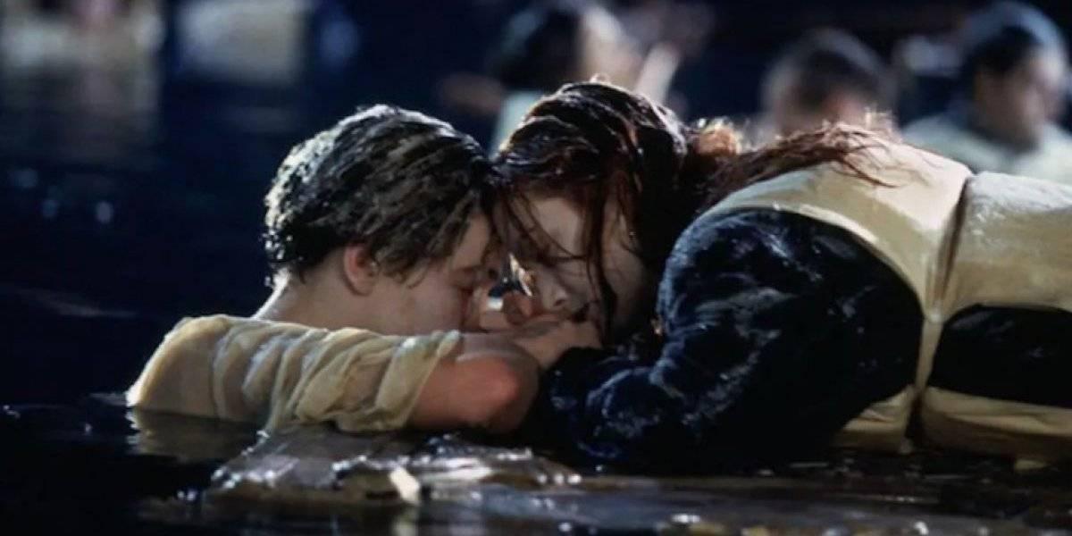 Músicos tocan canción de Titanic mientras centro comercial se inundaba
