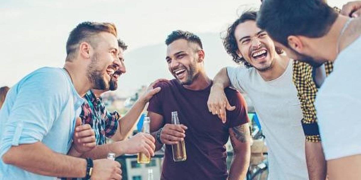 Revelador estudio: investigador de Oxford confirma que los hombres prefieren pasar más tiempo con sus amigos que con sus parejas